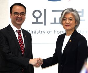 Foreign ministers of South Korea, Philippines