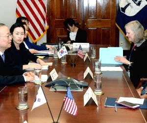 Commerce minister meets U.S. counterpart