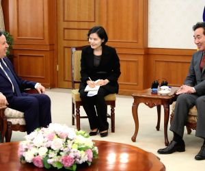 Prime Minister Lee Nak-yon meets Tunisian FM