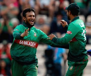 All-round hero Shakib keeps Bangladesh in the hunt