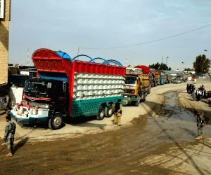 SPIN BULDAK, March 21, 2017 (Xinhua) -- Trucks arrive at Spin buldak border in southern Kandahar province, Afghanistan on March 21, 2017. Pakistani Prime Minister Nawaz Sharif on Monday issued directives to immediately re-open the country's border wi