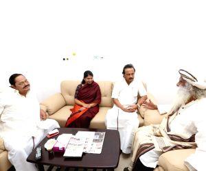 TN CM, Dy CM, Jaggi Vasudev visit Kauvery Hospital