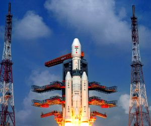 Indian test rocket lifts off with crew module
