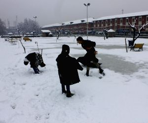Heavy snow fall in Kashmir valley