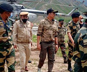 Akshay Kumar visits Tulail LoC area in J&K's Bandipora