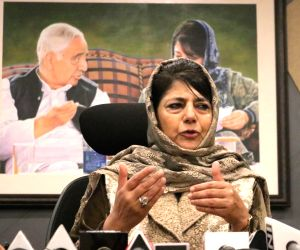 Srinagar: Former Jammu and Kashmir Chief Minister and Peoples Democratic Party (PDP) President Mehbooba Mufti addresses a press conference in Srinagar, on May 4, 2019. (Photo: IANS)