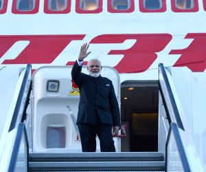 St. Petersburg: Modi emplanes for Paris