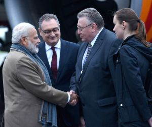 St. Petersburg (Russia): PM Modi arrives in Russia