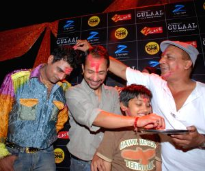 """Star cast of upcoming movie """"Gulaal"""" playing Holi."""