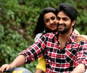 Still of film Oka Manasu