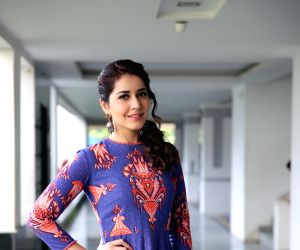 Raashi Khanna - Stills