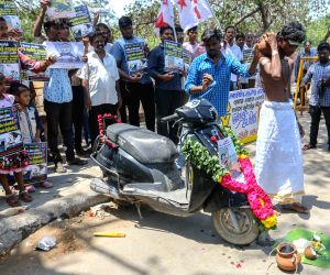 Student activists' demonstration against fuel price hike