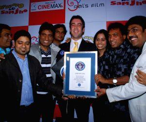 Sunil Pal and Raju Shrivastav at Bhavnao Samja Karo film premiere at Cinemax.