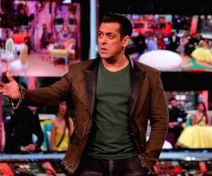 Bigg Boss 13: Salman Khan tells Paras Chhabra: Keep your voice down