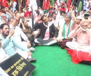 Farmers' rally expresses 'no trust' in Modi government