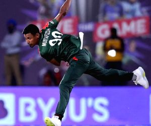 T20 World Cup: Mahmudullah, Shakib power Bangladesh to 181-7 against PNG