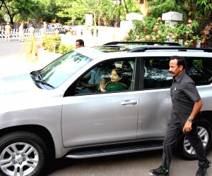 Jayalalithaa meets TN Governor