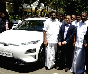 Tamil Nadu Chief Minister K. Palaniswami, Deputy Chief Minister O. Panneerselvam and Hyundai Motor MD and CEO S.S. Kim at the flagging off ceremony of the Hyundai Motor India Ltd's electric ...
