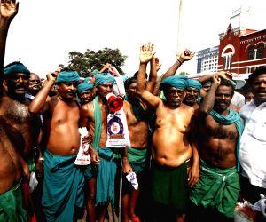 Tamil Nadu farmers return back from Delhi