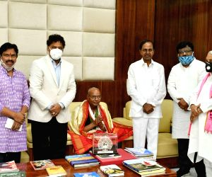 K Chandrashekhar Rao felicitates renowned poet Tirunagari Ramanujam on 74th Independence Day