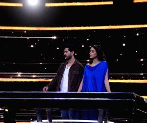 On the sets of Sabse Smart Kaun - Hiten and Gauri