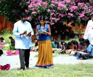 Telugu film Hitudu stills