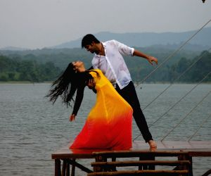 Telugu movie 'Lakshmi Raave Maa Intiki' stills
