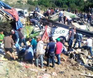MEXICO TEPETLAOXTOC ROAD CRASH