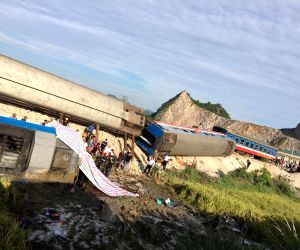VIETNAM-THANH HOA-TRAIN-TRUCK ACCIDENT