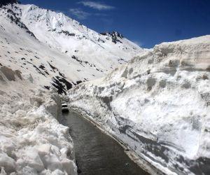 Srinagar: Srinagar–Leh highway opens