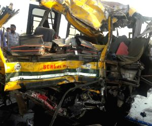 5 killed in bus-truck collision in MP