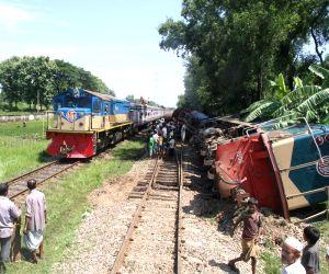 Narsinghdi (Bangladesh): Chittagong-bound container train jumps tracks