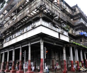 Balcony collapses in Mumbai, car crushed
