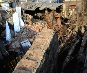 Fireman killed, four others injured in factory fire
