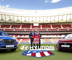 The head of Hyundai Motor Co.'s Europe office (L) poses with the chairman of the Spanish football team Atletico Madrid after a sponsorship signing ceremony at its home pitch in Madrid on June ...