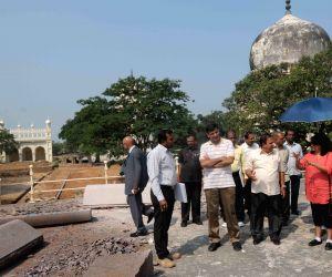 Raghuram G Rajan visits Quli Qutb Shahi Tombs