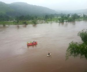 Two buses with 22 persons missing in Maharashtra, search launched (Lead, with images)