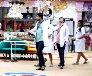 Free Photo: 'Bigg Boss 13' : Thing turn ugly between Sidharth Shukla & Shefali