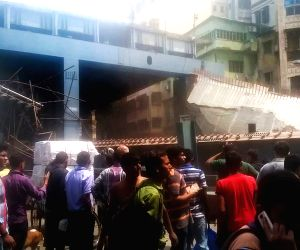 Flyover collapses, people trapped in debris