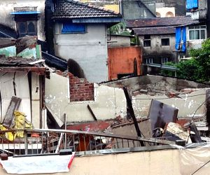 Building collapsed in Girgaon