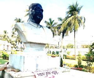 Syama Prasad Mukherjee's statue vandalised, 6 detained