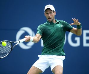 Djokovic wins men's tennis title in Cincinnati, defeats Federer