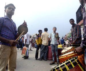 "Dhakis"" arrive at Sealdah station"