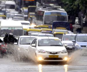 Heavy rain slows down traffic