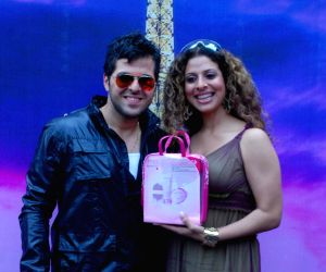 TV Actors-Couple Bhaktiyar Irani and Tanaaz Irani pose for the photographers during the launch of Pond's Special Valentine's Day Packs in Mumbai on Friday,05 February 2010.