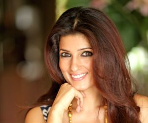 Witty and sassy Twinkle Khanna looks stunning in photo shoot video