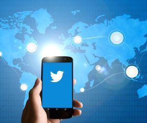 News reporter dials dead man, Twitterati in splits
