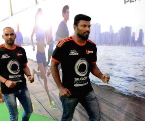 Standard Chartered Mumbai Marathon - Aftab Shivdasani, Tusshar Kapoor