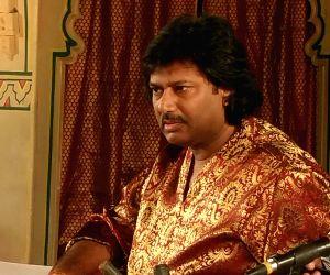 Unfair to compare me to Vishwa Mohan Bhatt: Salil Bhatt