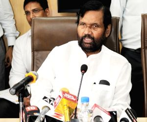 Ram Vilas Paswan briefs the media on National Consumer Helpline